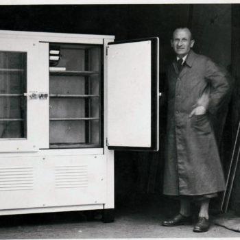 Vor rund 60 Jahren baut die Firma Metzger Kühlmöbel und ist im Bereich Ladenbau bei Geschäften wie Metzgereien, Krankenhäusern, Lebensmittelmärkten sowie Kühlhäuser spezialisiert.