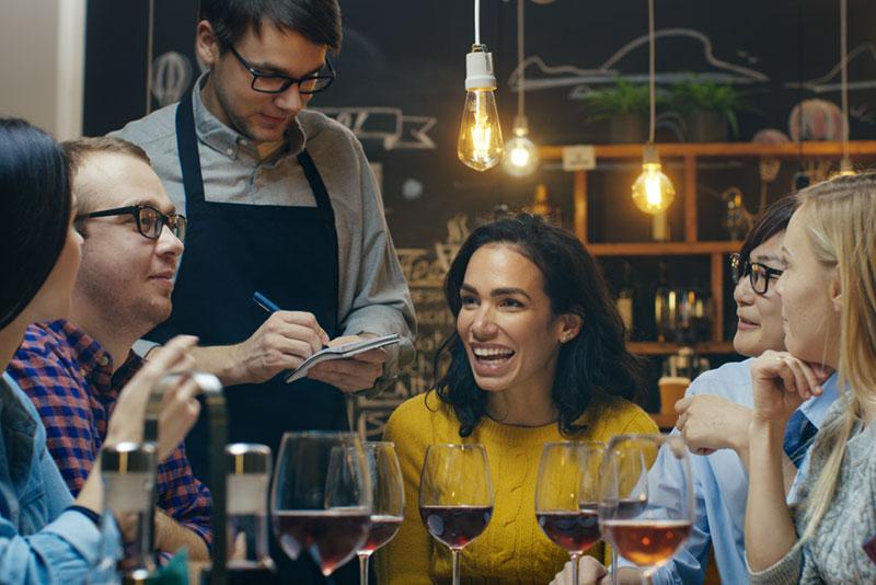 Sichere und gesunde Luft in Restaurants und Bars durch Luftreiniger